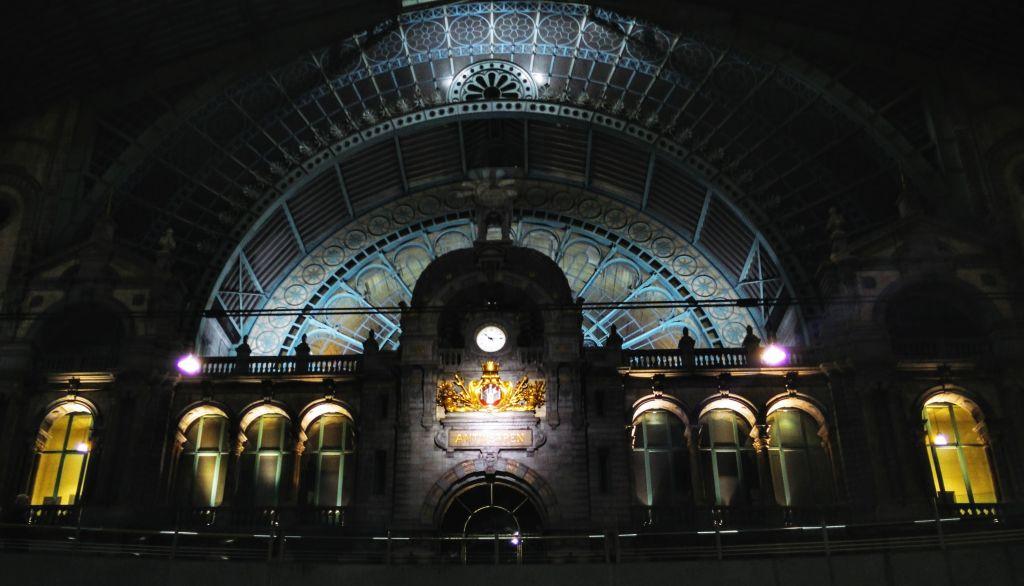 IMG_20160320_221536 Antwerpen-Centraal: la catedral de trenes - IMG 20160320 221536 - Antwerpen-Centraal: la catedral de trenes