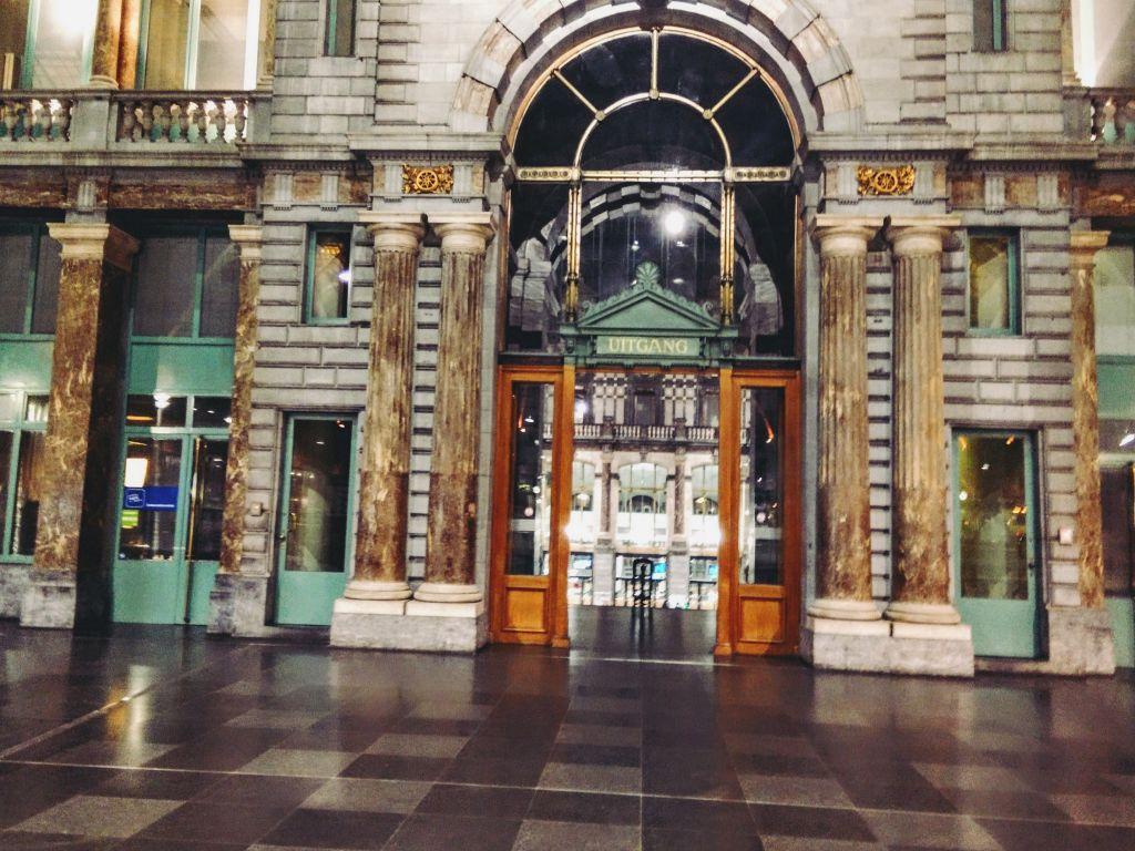 IMG_20160320_221813 Antwerpen-Centraal: la catedral de trenes - IMG 20160320 221813 - Antwerpen-Centraal: la catedral de trenes