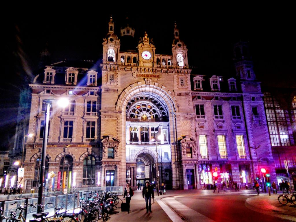 IMG_20160320_222140 Antwerpen-Centraal: la catedral de trenes - IMG 20160320 222140 - Antwerpen-Centraal: la catedral de trenes