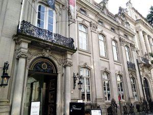 fachada-min Napoleón tenía un palacio… DE CHOCOLATE!! - fachada min 300x225 - Napoleón tenía un palacio… DE CHOCOLATE!!