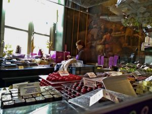 praline-min Napoleón tenía un palacio… DE CHOCOLATE!! - praline min 300x225 - Napoleón tenía un palacio… DE CHOCOLATE!!