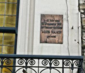 placa-conmemorativa Un café y un libro, con Alice Nahon - placa conmemorativa 300x258 - Un café y un libro, con Alice Nahon
