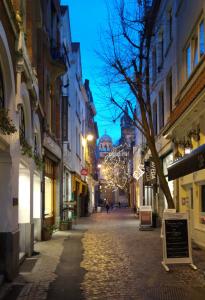 Wijngaardstraat ¡Zarpamos hacia Amberes! - Wijngaardstraat 205x300 - ¡Zarpamos hacia Amberes!