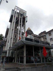Este ascensor lo usamos para pasar del Palacio de Justicia a Les Marolles