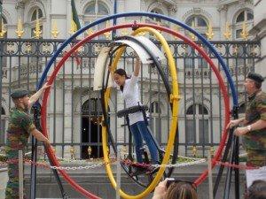 Una de las actividades que pudimos ver ayer: ¡un simulador de caída! Celebrando el Día Nacional de Bélgica - DSCN6066 300x225 - Celebrando el Día Nacional de Bélgica