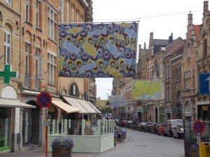 Una exposición de paños en la ciudad, concretamente a lo largo de la ciudad