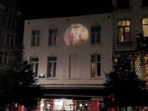 Rue du Lombard(2) El arte urbano desconocido de Bruselas: Las proyecciones - Rue du Lombard2 300x225 - El arte urbano desconocido de Bruselas: Las proyecciones