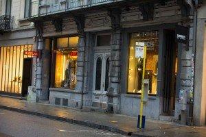 Bar marionetas etc -13 Rue Antoine Dansaert: El paraíso boho-chic de la ciudad. - Bar marionetas etc 13 300x200 - Rue Antoine Dansaert: El paraíso boho-chic de la ciudad.