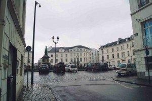 place des barricades-1 Bruselas y Victor Hugo se unen en la Place des Barricades. - place des barricades 1 300x200 - Bruselas y Victor Hugo se unen en la Place des Barricades.