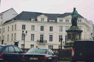 place des barricades-2 Bruselas y Victor Hugo se unen en la Place des Barricades. - place des barricades 2 300x200 - Bruselas y Victor Hugo se unen en la Place des Barricades.