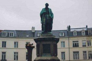 place des barricades-4 Bruselas y Victor Hugo se unen en la Place des Barricades. - place des barricades 4 300x200 - Bruselas y Victor Hugo se unen en la Place des Barricades.