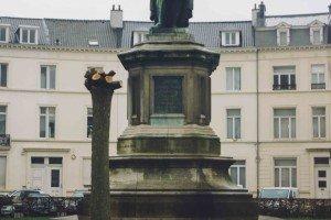 place des barricades-5 Bruselas y Victor Hugo se unen en la Place des Barricades. - place des barricades 5 300x200 - Bruselas y Victor Hugo se unen en la Place des Barricades.