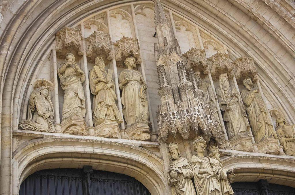 catedral-5 Conociendo un poco más a la catedral de San Miguel y Santa Gúdula de Bruselas. - catedral 5 1024x680 - Conociendo un poco más a la catedral de San Miguel y Santa Gúdula de Bruselas.