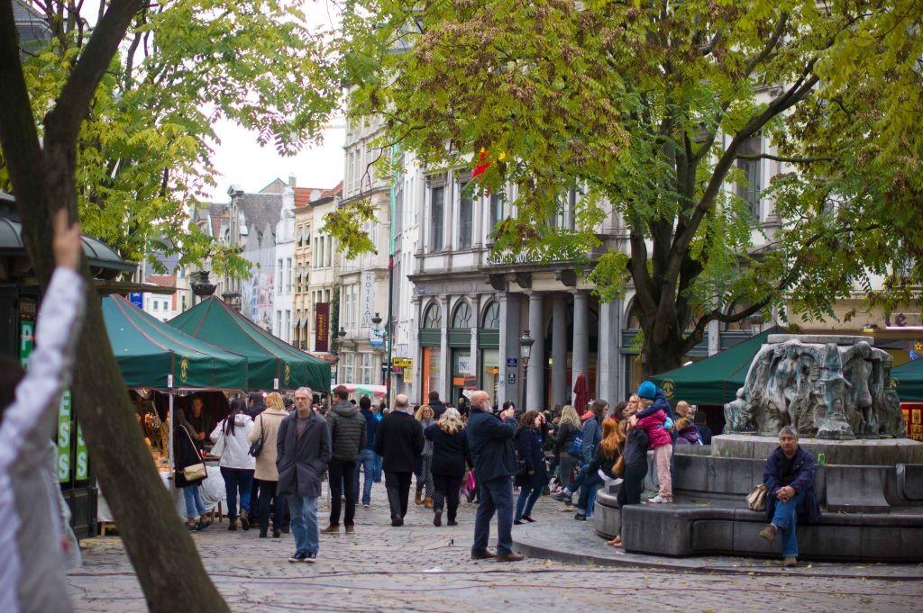 message-7 ¡Se nota la primavera en el mercado de Marché aux Herbes! - message 7 1024x681 - ¡Se nota la primavera en el mercado de Marché aux Herbes!