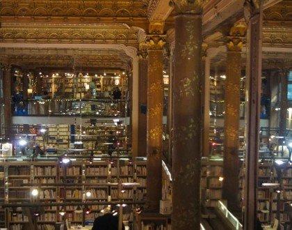 Librería Tropismes: Un rincón de ensueño