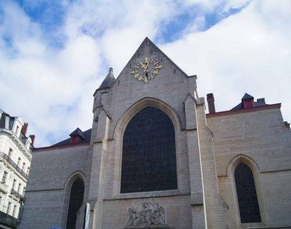 ¡Una iglesia con mucha historia al lado de la Bolsa!