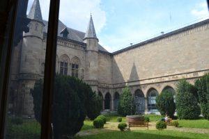 El patio del claustro medieval Todo un mundo en el Musée du Cinquantenaire - DSC 0035 300x200 - Todo un mundo en el Musée du Cinquantenaire