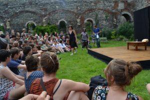 Acomodándose en el jardín de la abadía MiramirO Festival, diversión al aire libre - DSC 0214 300x200 - MiramirO Festival, diversión al aire libre