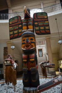 El totem nos recibe Todo un mundo en el Musée du Cinquantenaire - DSC 0618 200x300 - Todo un mundo en el Musée du Cinquantenaire