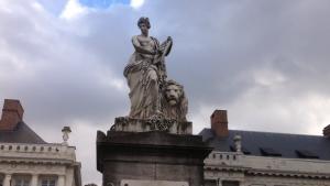 UN PASEO POR LA REVOLUCIÓN BELGA DE 1830 - Estatua de la libertad con le  n belga 300x169 - UN PASEO POR LA REVOLUCIÓN BELGA DE 1830