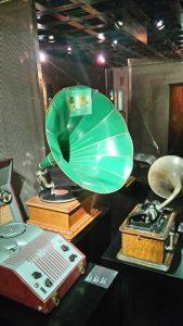 Vibra con la música de todo el mundo en el Museo de Instrumentos Musicales - Gram  fono 1 169x300 - Vibra con la música de todo el mundo en el Museo de Instrumentos Musicales