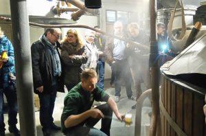 ARTE Y TRADICIÓN CERVECERA EN BRASSERIE CANTILLON - Maestro cervecero de Cantillon 300x198 - ARTE Y TRADICIÓN CERVECERA EN BRASSERIE CANTILLON