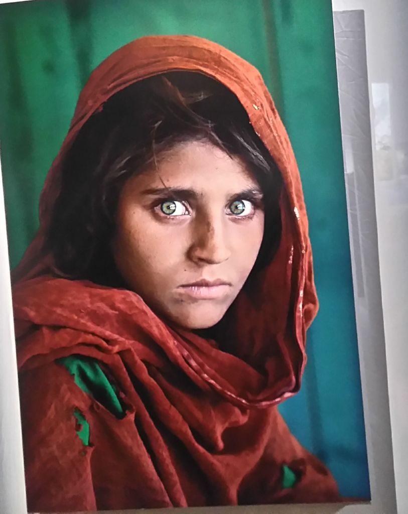 el mundo a través de la fotografía: steve mccurry - Chica afgana 813x1024 - El mundo a través de la fotografía: Steve McCurry