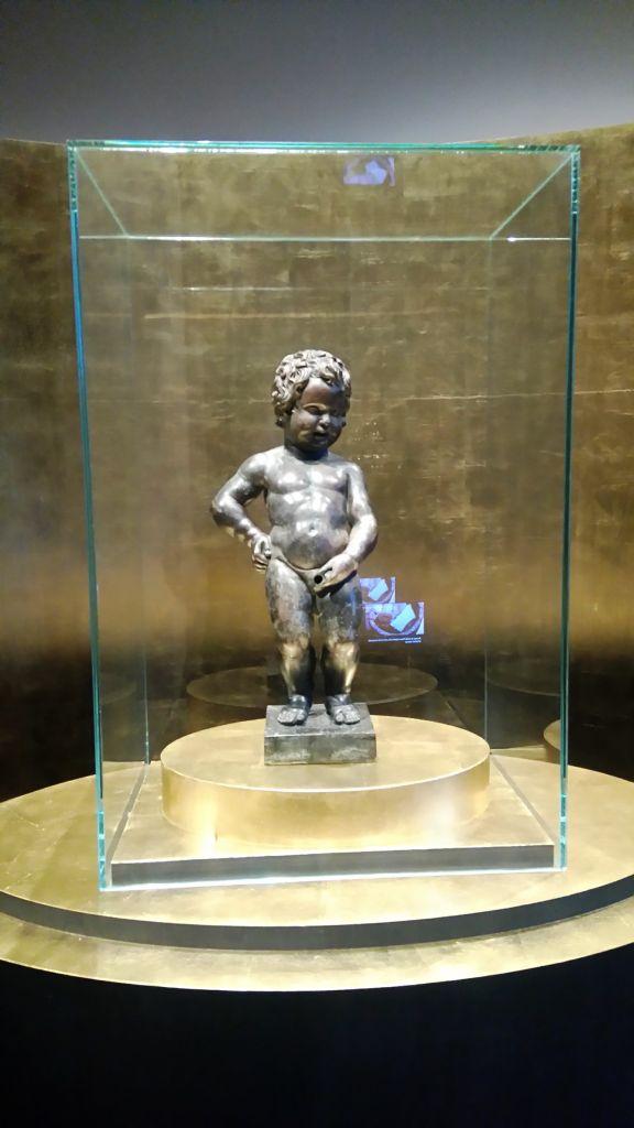 viaje al pasado por los museos de la ville de bruxelles y porte de hal - Manneken Pis Sculpture en Bronze - Viaje al pasado por los museos de la ville de Bruxelles y Porte de Hal