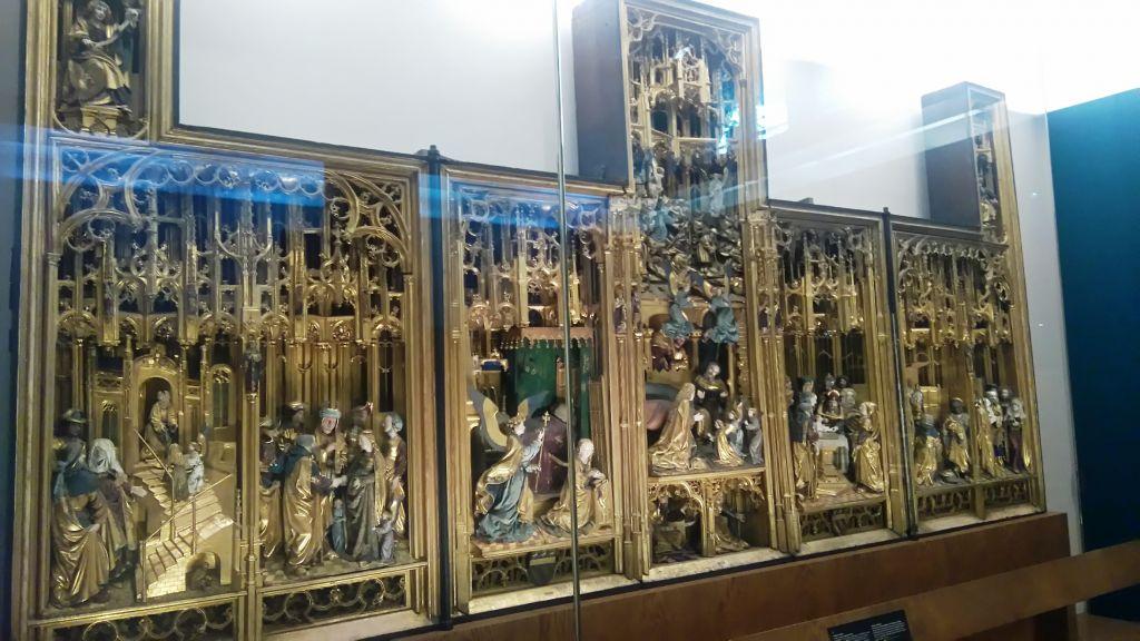 viaje al pasado por los museos de la ville de bruxelles y porte de hal - Retable de Saluces - Viaje al pasado por los museos de la ville de Bruxelles y Porte de Hal