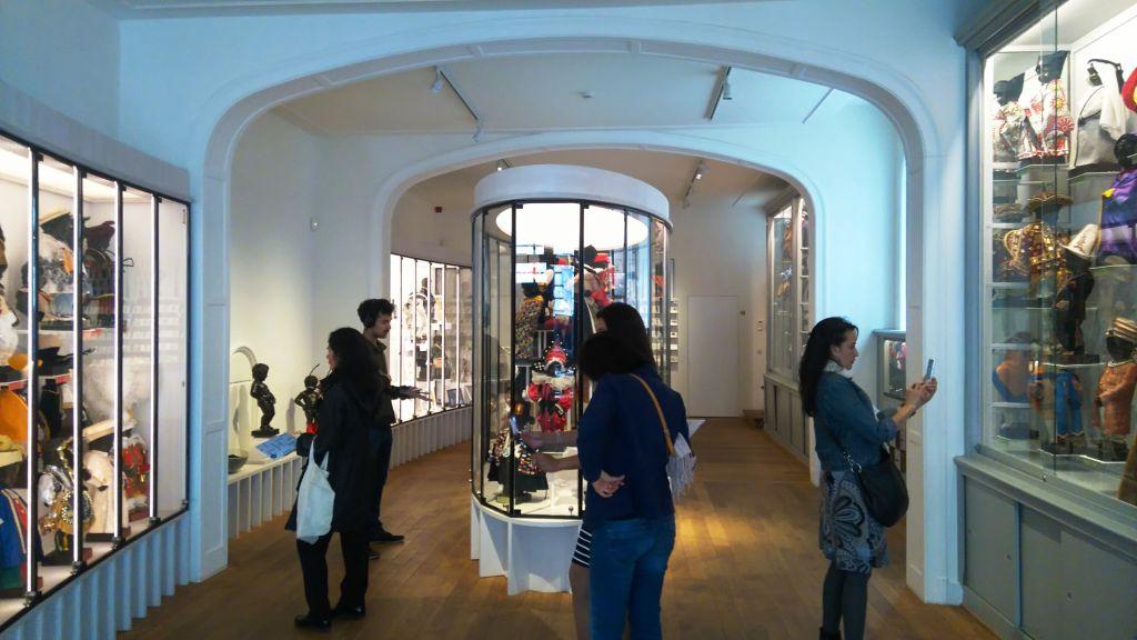 viaje al pasado por los museos de la ville de bruxelles y porte de hal - Vue int  rieure du mus  e Garde Robe Manneken Pis - Viaje al pasado por los museos de la ville de Bruxelles y Porte de Hal