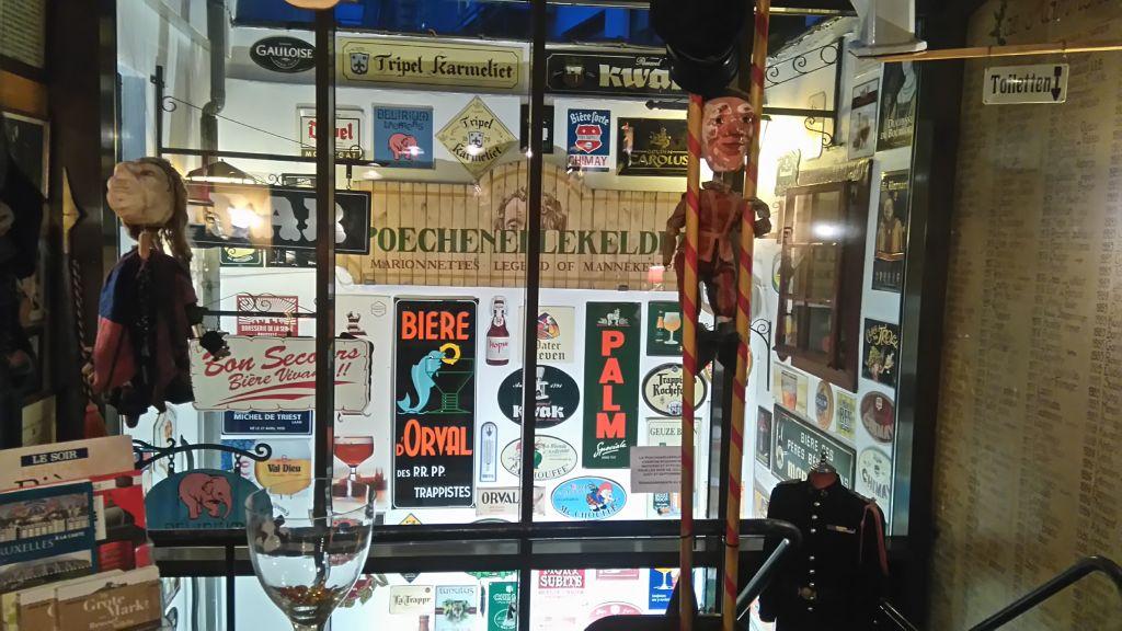 cervezas y marionetas en poechenellekelder - Decoraci  n de Poechenellekelder portada - Cervezas y marionetas en Poechenellekelder