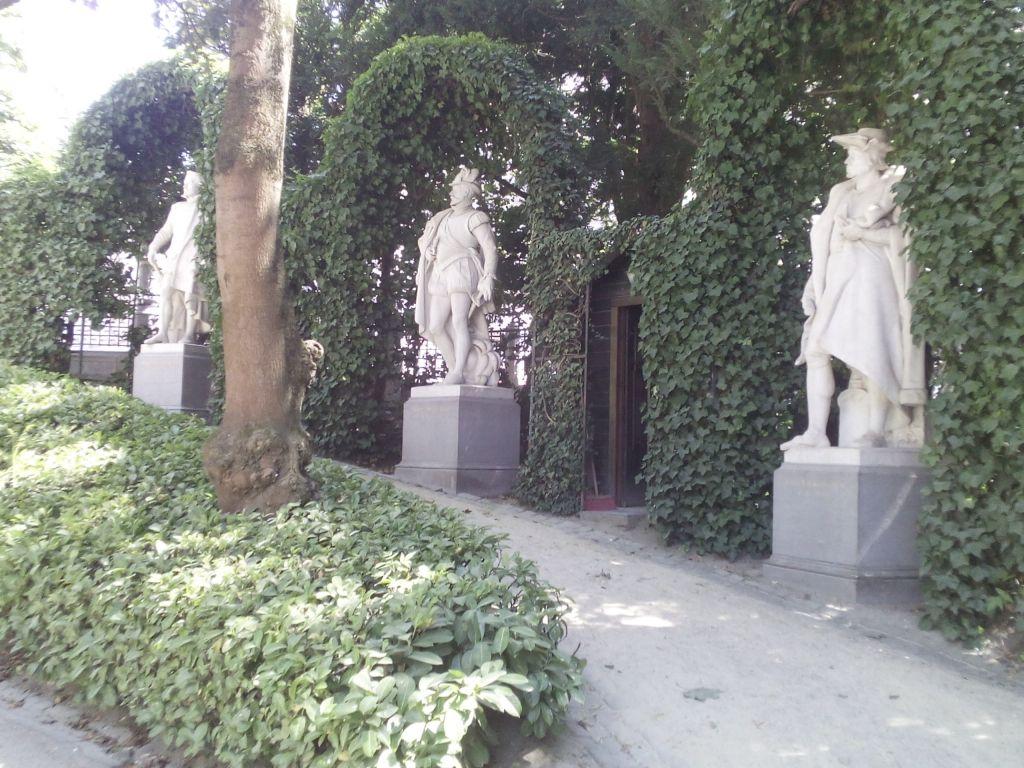 """- Estatuas Petit Sablon - Condes de Egmont y de Hornes, """"héroes belgas"""""""