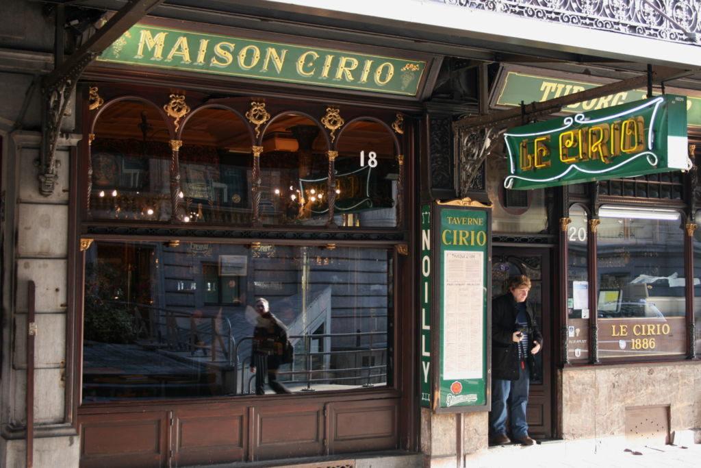 Paseando con Magritte - Bruxelles rue de la Bourse 18 902 1024x683 - Paseando con Magritte