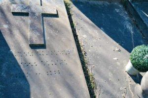 - 10 2 300x200 - Visita al cementerio de Ixelles