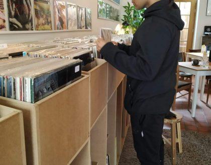 Bar y música de segunda mano