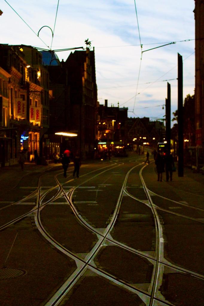 Korenmarkt vías tranvía noche