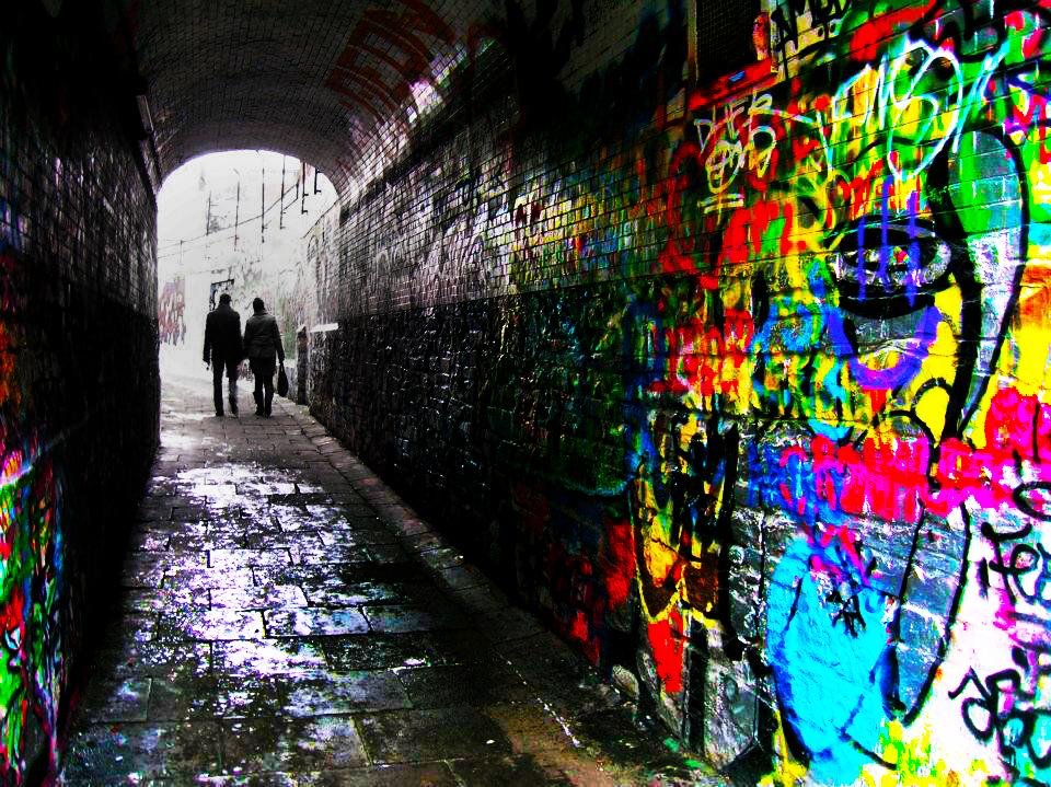 menos conocida por su nombre real es una pequea callejuela ms conocida como calle de los graffitis