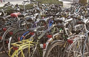 En Koningin Maria Hendrikaplein, frente a la estación de Sint-Pieters, encontraréis varias bicis abandonadas