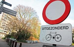 """(""""Excepto bicicletas"""") Encontrarás señales como esta en casi todas las calles de Gante"""