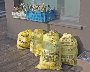 Deja la basura fuera de casa la noche anterior y pasaran a recogerla en algún momento durante el día