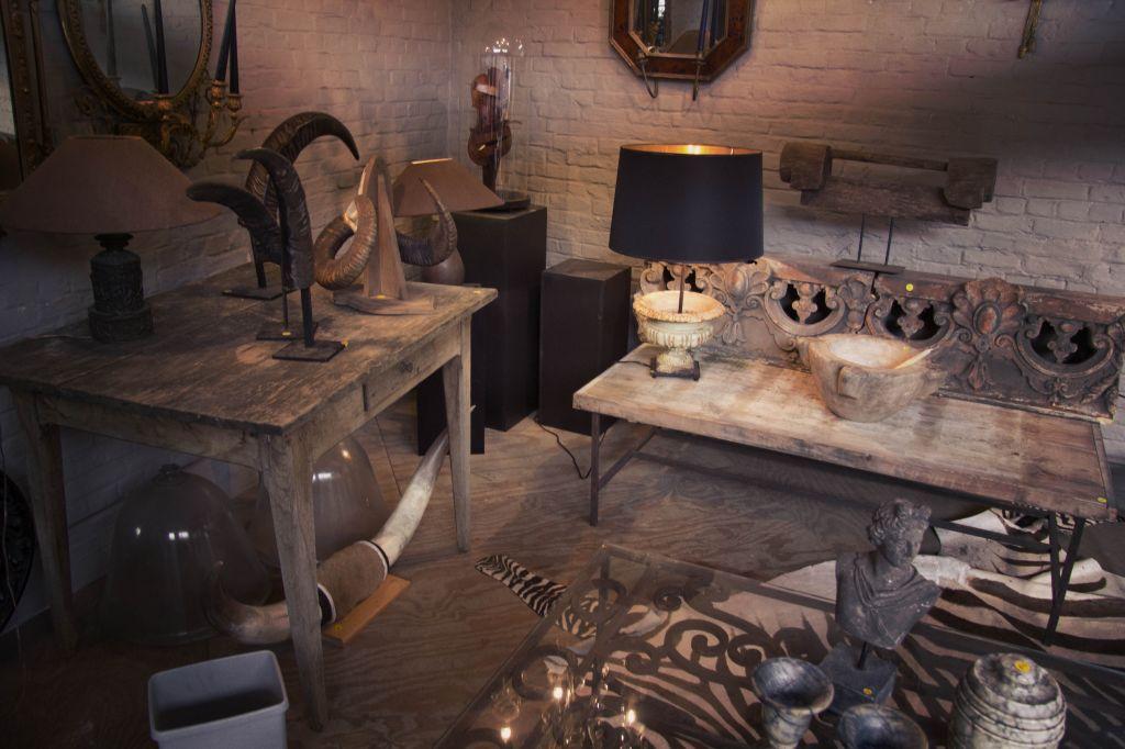 Antiek deport la tienda donde los muebles tienen una for Muebles de importacion
