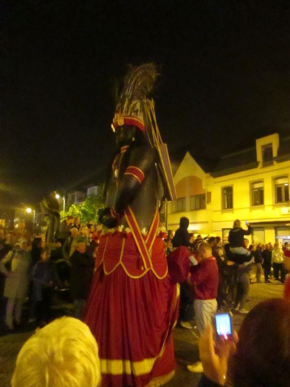 Katuit: Procesión Nocturna de Gigantes en Dendermonde