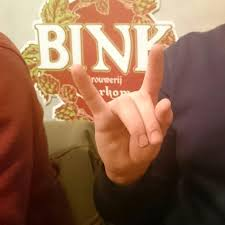 gesto1 Cómo pedir cerveza con un solo gesto - gesto1 - Cómo pedir cerveza con un solo gesto