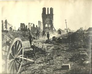 Ypres (11) Ypres, una ciudad nueva con siglos de historia - Ypres 11 300x241 - Ypres, una ciudad nueva con siglos de historia