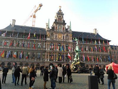 subir-stadhuis_opt Amberes en un día o cómo enamorarse rápidamente - subir stadhuis opt - Amberes en un día o cómo enamorarse rápidamente