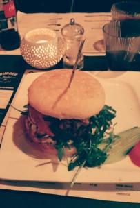 burger2 Una hamburguesa de 10! - burger2 203x300 - Una hamburguesa de 10!