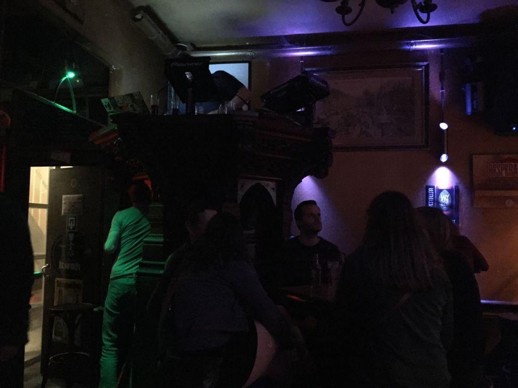 DJ, Café Belge Café Belge, el mejor lugar para tomar una copa con amigos - DJ Caf   Belge 1024x768 - Café Belge, el mejor lugar para tomar una copa con amigos
