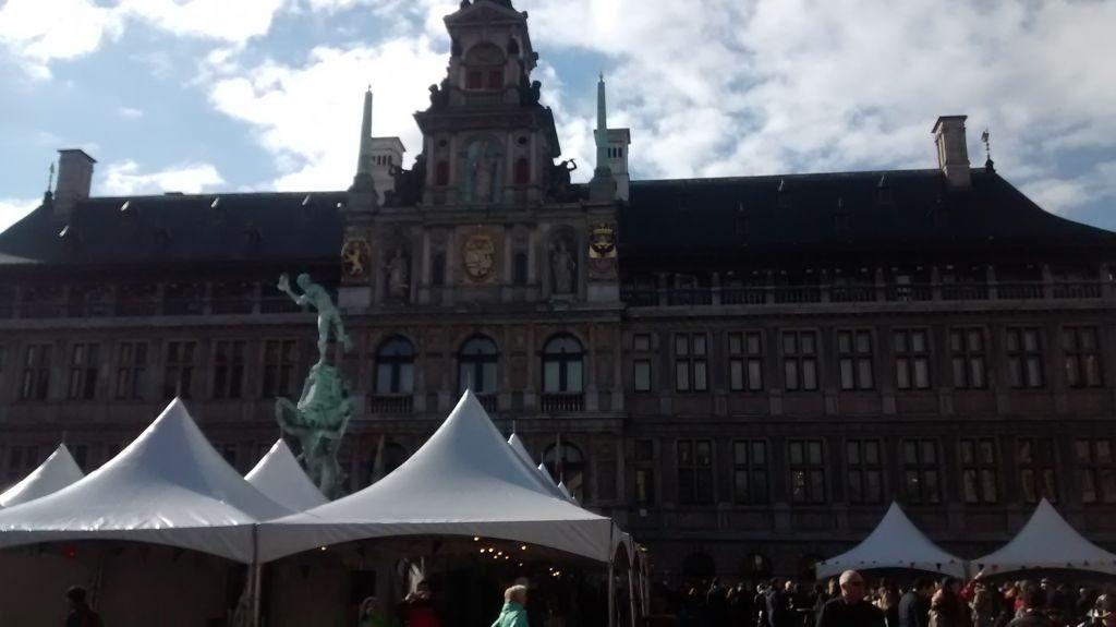 IMG_20150404_164446305 recuerdos españoles en flandes (ii): amberes y sus escudos - IMG 20150404 164446305 1024x575 - Recuerdos Españoles en Flandes (II): Amberes y sus escudos