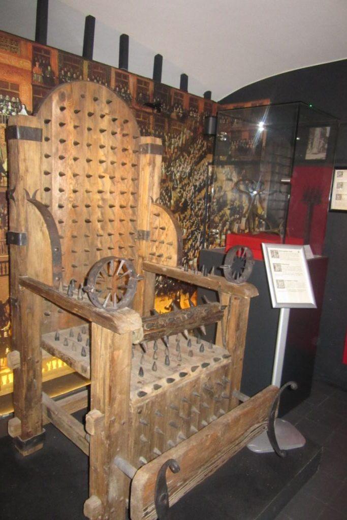 31.07_Bruges (22) (FILEminimizer) De Oude Steen y el museo de la tortura - 31 - De Oude Steen y el museo de la tortura
