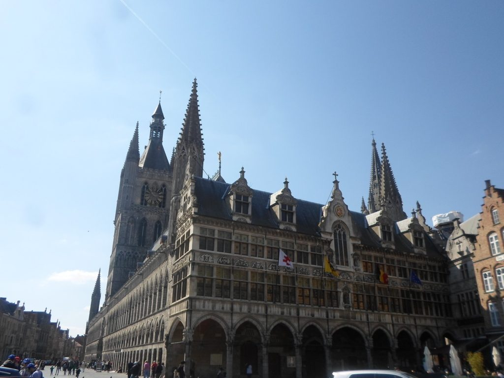4. Grote Markt (14)_Cloth Hall (Belfry) + Town Hall (FILEminimizer)